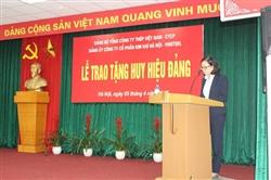 Lễ trao tặng Huy hiệu 30 năm tuổi Đảng cho đồng chí Triệu Quang Vinh
